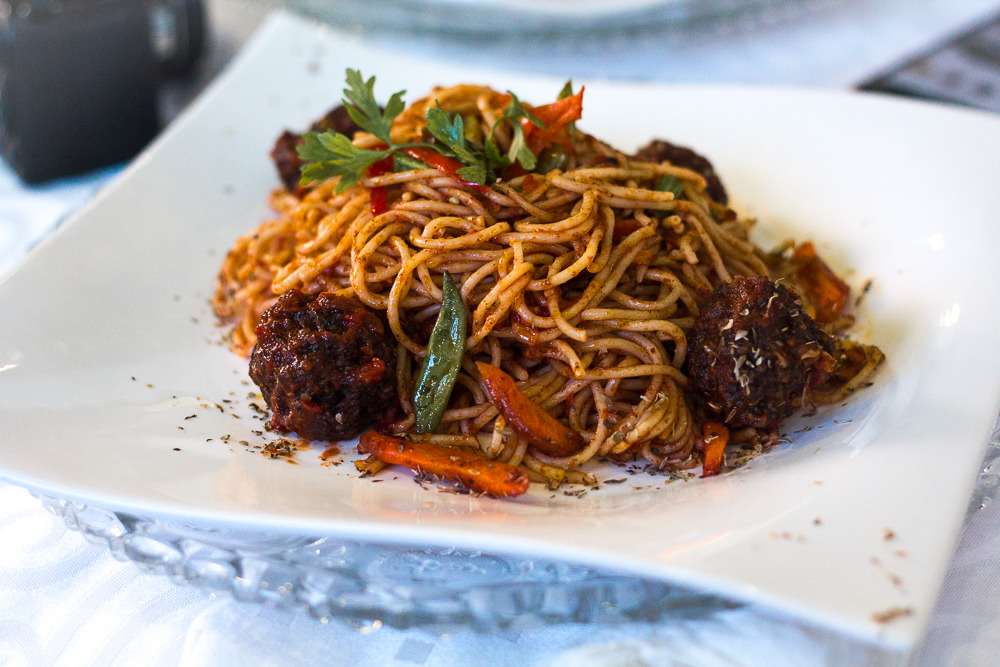 RESTAURANT REVIEW : SPAGHETTI AND MEAT BALL DISH